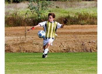 Goalie kick